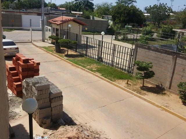 Townhouse Zulia>Ciudad Ojeda>Las Morochas - Venta:13.500 Precio Referencial - codigo: 20-4257