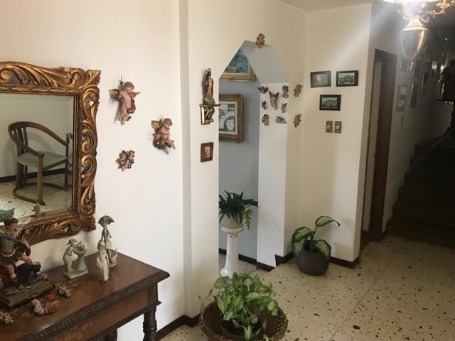 Casa Distrito Metropolitano>Caracas>El Marques - Venta:280.000 Precio Referencial - codigo: 20-4261