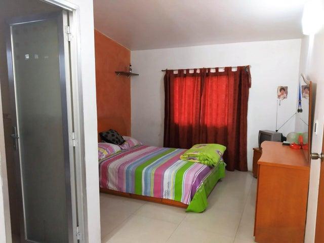 Casa Carabobo>Municipio San Diego>Villas Laguna Club - Venta:40.000 Precio Referencial - codigo: 20-4266