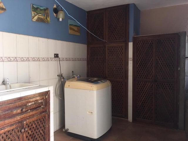 Casa Falcon>Punto Fijo>Antiguo Aeropuerto - Venta:11.000 Precio Referencial - codigo: 20-4265