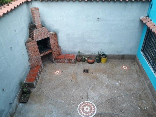 Casa Carabobo>Valencia>El Parral - Venta:60.000 Precio Referencial - codigo: 20-4421