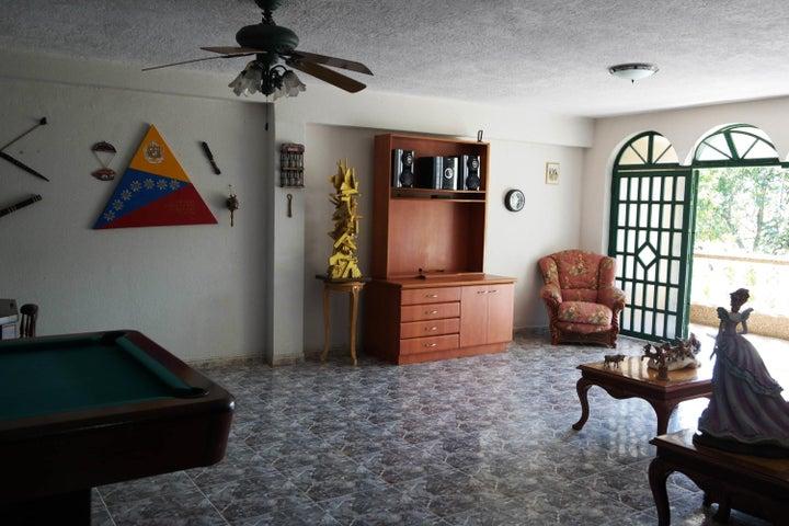 Casa Distrito Metropolitano>Caracas>El Cafetal - Venta:385.000 Precio Referencial - codigo: 20-4531