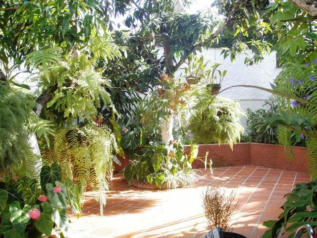 Casa Distrito Metropolitano>Caracas>El Cafetal - Venta:380.000 Precio Referencial - codigo: 20-4549
