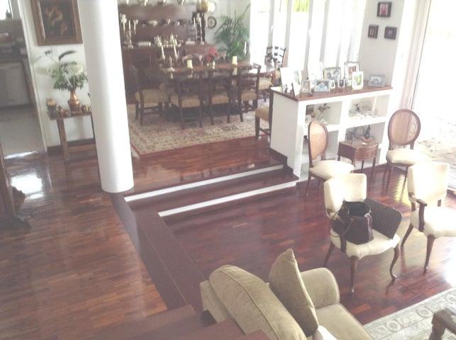 Casa Distrito Metropolitano>Caracas>La Florida - Venta:190.000 Precio Referencial - codigo: 20-4588
