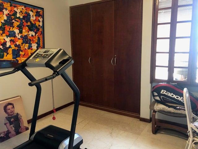 Apartamento Zulia>Maracaibo>La Lago - Venta:58.000 Precio Referencial - codigo: 20-4600