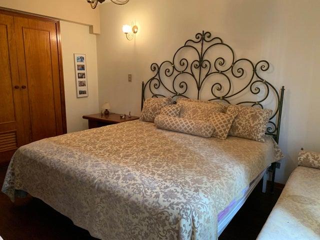 Apartamento Carabobo>Valencia>Valles de Camoruco - Venta:85.000 Precio Referencial - codigo: 20-4834