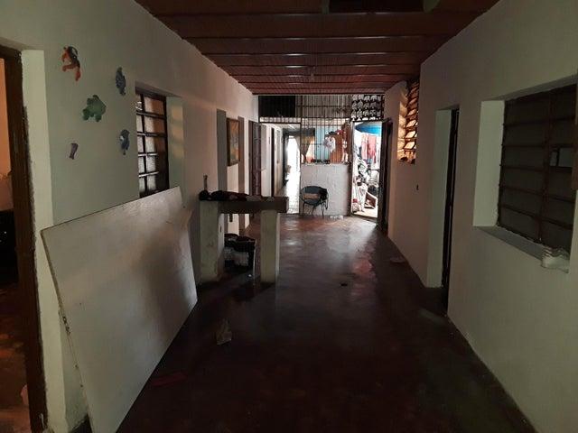 Casa Carabobo>Valencia>Avenida Las Ferias - Venta:10.000 Precio Referencial - codigo: 20-4873