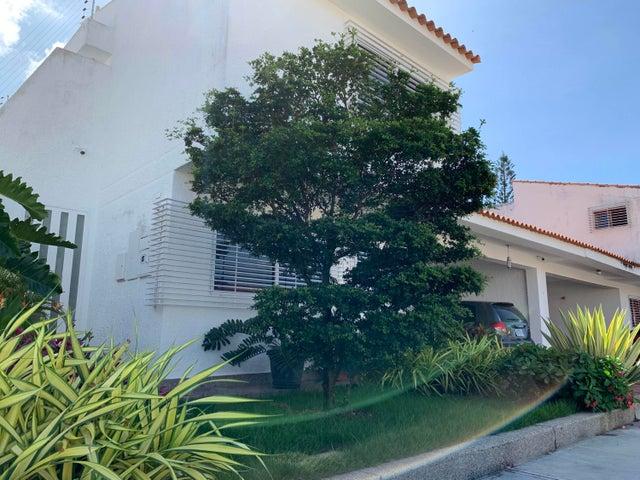 Casa Carabobo>Valencia>Las Clavellinas - Venta:250.000 Precio Referencial - codigo: 20-4846