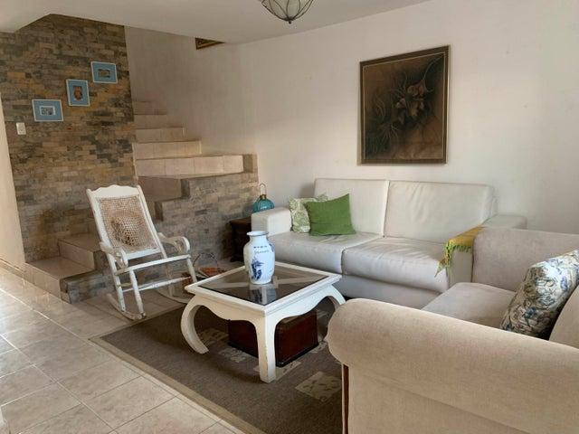 Townhouse Carabobo>Municipio San Diego>Monteserino - Venta:70.000 Precio Referencial - codigo: 20-4854