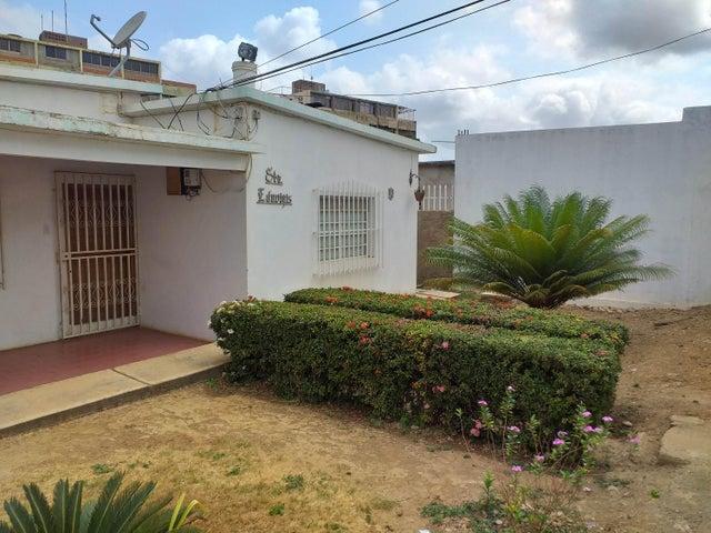 Casa Falcon>Coro>Sector San Jose - Venta:15.000 Precio Referencial - codigo: 20-4982