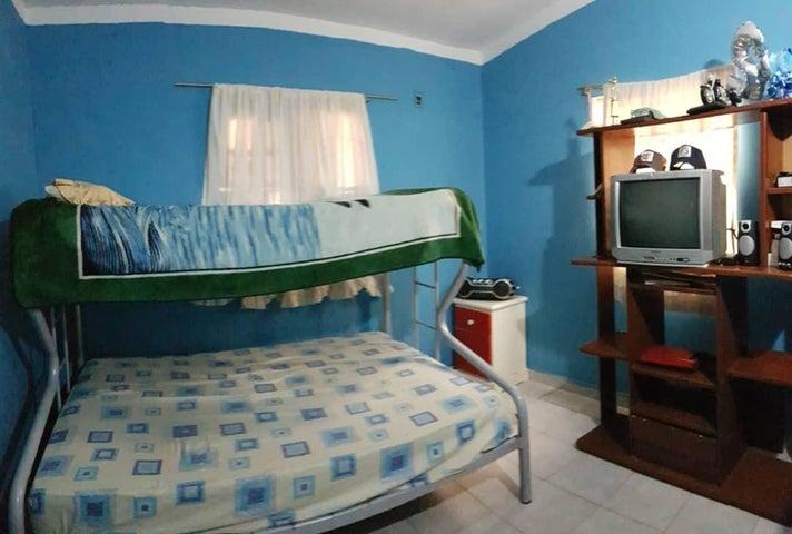 Casa Falcon>Coro>Monsenor Iturriza - Venta:14.000 Precio Referencial - codigo: 20-5030