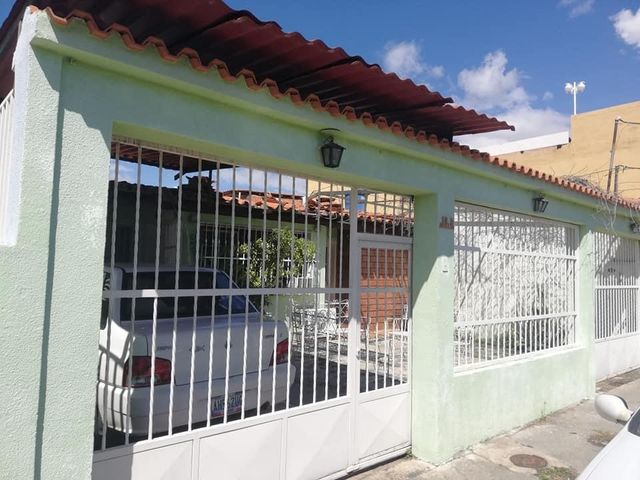 Casa Aragua>Maracay>Don Genaro - Venta:24.000 Precio Referencial - codigo: 20-4984