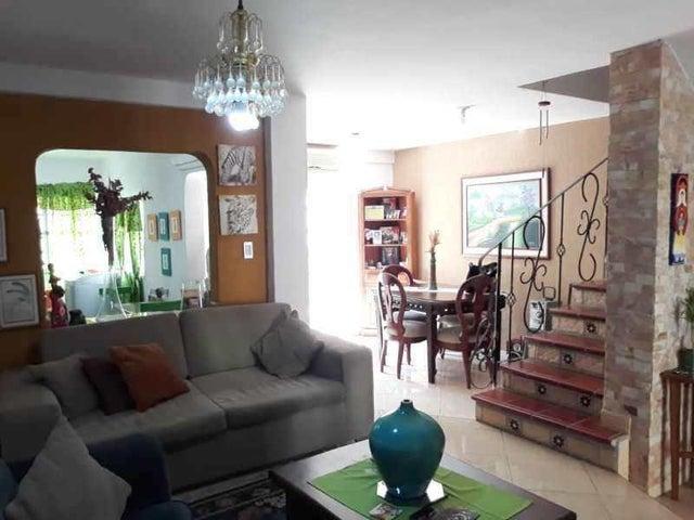 Townhouse Carabobo>Municipio Naguanagua>La Entrada - Venta:29.000 Precio Referencial - codigo: 20-5224