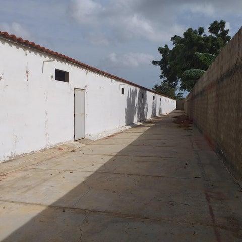 Local Comercial Falcon>La Vela de Coro>Las Calderas - Venta:180.000 Precio Referencial - codigo: 20-5255