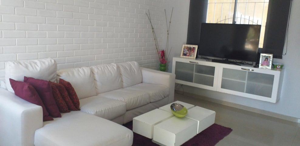 Townhouse Zulia>Maracaibo>Avenida Milagro Norte - Venta:28.000 Precio Referencial - codigo: 20-633