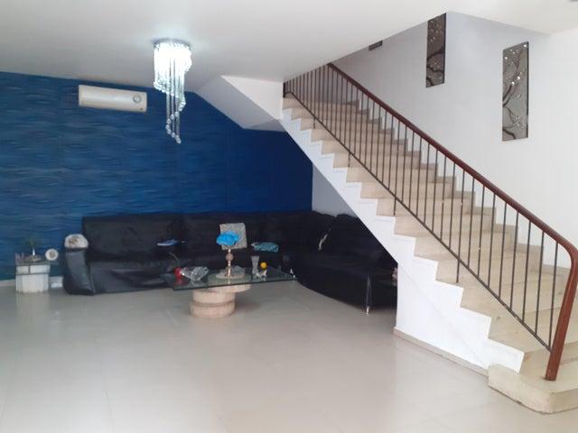 Casa Distrito Metropolitano>Caracas>Santa Eduvigis - Venta:200.000 Precio Referencial - codigo: 20-6120