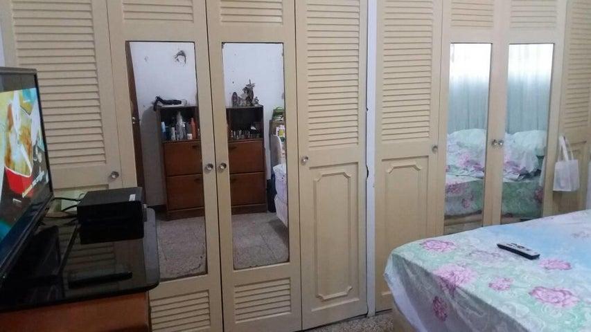 Casa Distrito Metropolitano>Caracas>Pedregal de Chapellin - Venta:60.000 Precio Referencial - codigo: 20-5488