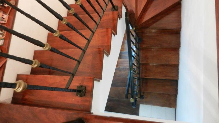 Apartamento Distrito Metropolitano>Caracas>Las Esmeraldas - Venta:645.000 Precio Referencial - codigo: 20-6069