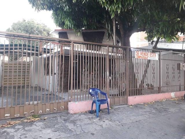 Casa Lara>Barquisimeto>Parroquia Concepcion - Venta:32.000 Precio Referencial - codigo: 20-6403