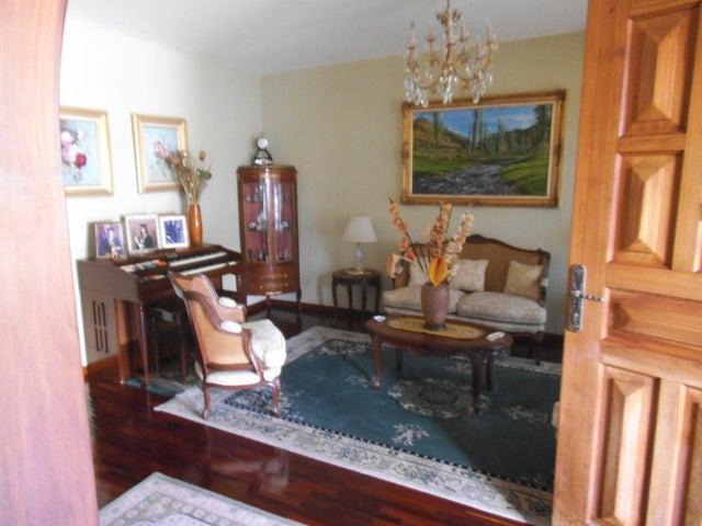 Casa Distrito Metropolitano>Caracas>Macaracuay - Venta:250.000 Precio Referencial - codigo: 20-6710