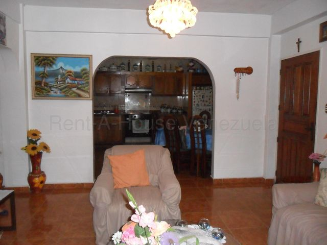 Casa Miranda>Los Teques>Municipio Guaicaipuro - Venta:55.000 Precio Referencial - codigo: 20-7901
