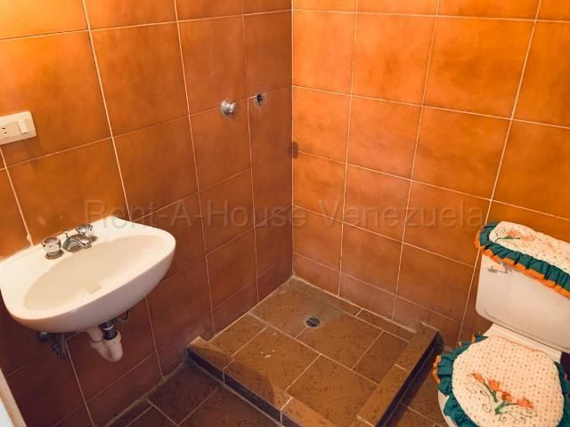 Apartamento Miranda>Guarenas>Nueva Casarapa - Venta:28.000 Precio Referencial - codigo: 20-7975