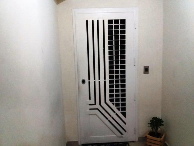 Apartamento Carabobo>Valencia>La Trigaleña - Venta:120.000 Precio Referencial - codigo: 20-8122