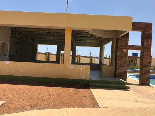 Townhouse Falcon>Punto Fijo>El Cardon - Venta:18.000 Precio Referencial - codigo: 20-8167
