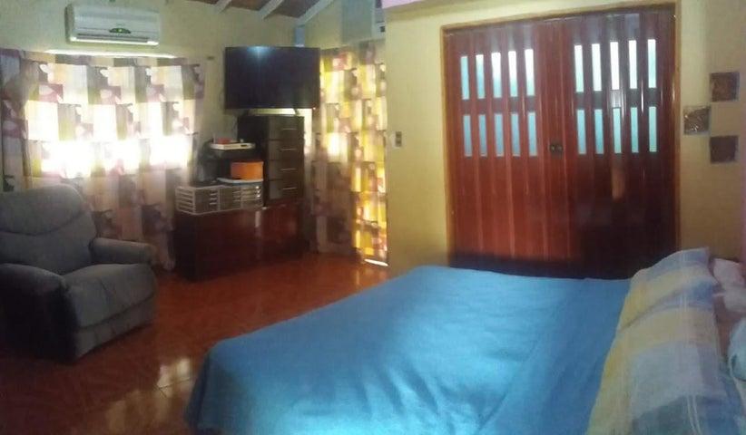 Casa Carabobo>Municipio San Diego>Las Morochas I - Venta:80.000 Precio Referencial - codigo: 20-8228