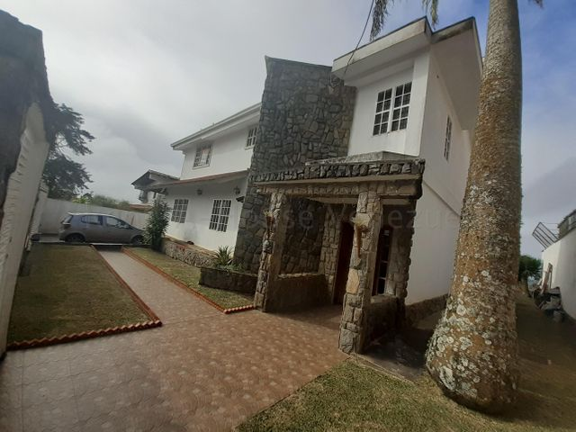 Casa Miranda>San Antonio de los Altos>Club de Campo - Venta:330.000 Precio Referencial - codigo: 20-8814
