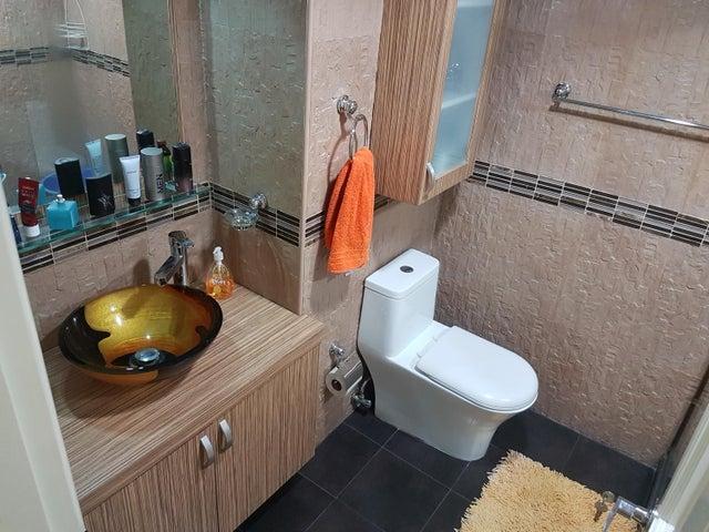 Apartamento Distrito Metropolitano>Caracas>Altamira - Venta:330.000 Precio Referencial - codigo: 20-8779