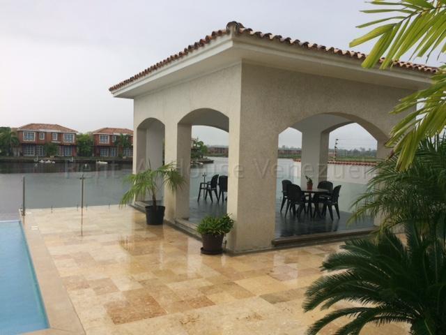Townhouse Miranda>Higuerote>Puerto Encantado - Venta:210.000 Precio Referencial - codigo: 20-8815