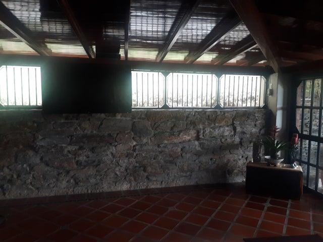 Casa Distrito Metropolitano>Caracas>Los Naranjos del Cafetal - Venta:650.000 Precio Referencial - codigo: 20-8904