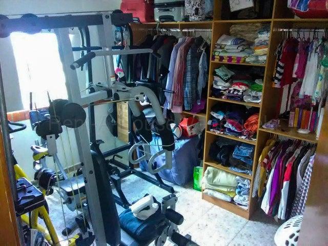 Apartamento Vargas>Parroquia Caraballeda>La Llanada - Venta:25.000 Precio Referencial - codigo: 20-4327