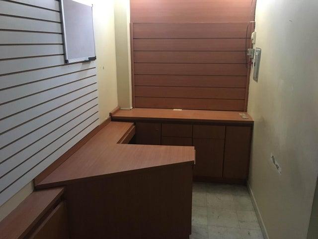 Local Comercial Miranda>Guatire>Vega Arriba - Venta:3.500 Precio Referencial - codigo: 20-9212