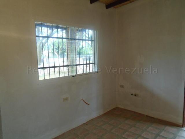 Casa Carabobo>Municipio Montalban>Aguirre - Venta:15.000 Precio Referencial - codigo: 20-9283