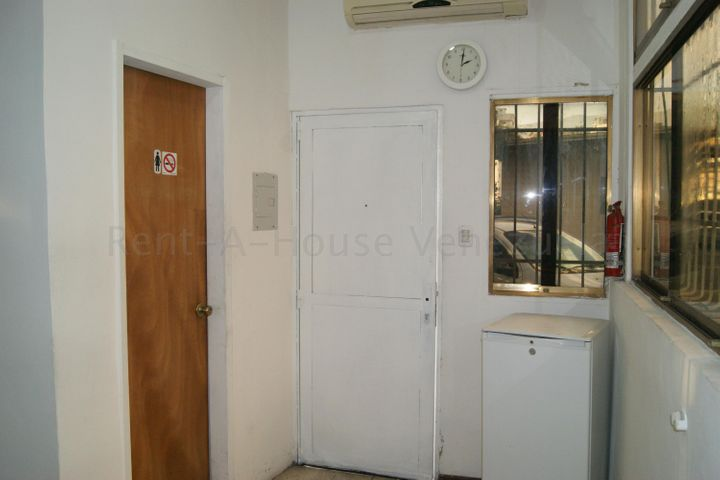 Oficina Distrito Metropolitano>Caracas>Los Rosales - Alquiler:160 Precio Referencial - codigo: 20-9304