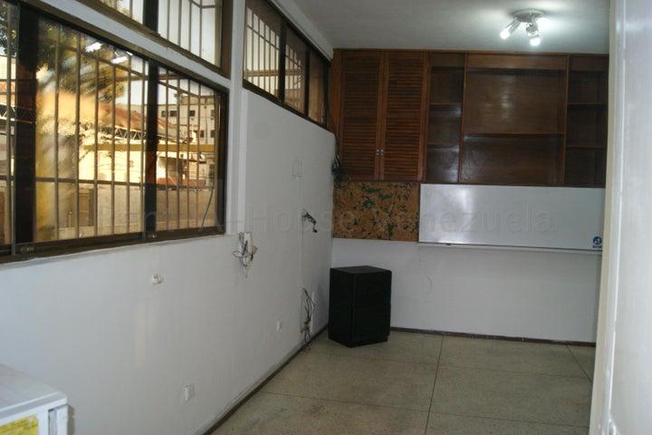 Oficina Distrito Metropolitano>Caracas>Los Rosales - Venta:10.000 Precio Referencial - codigo: 20-9305