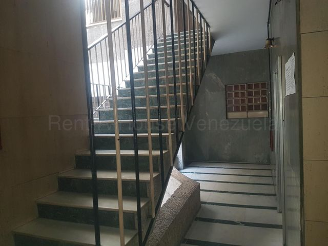 Apartamento Distrito Metropolitano>Caracas>Parroquia La Candelaria - Venta:18.000 Precio Referencial - codigo: 20-9276