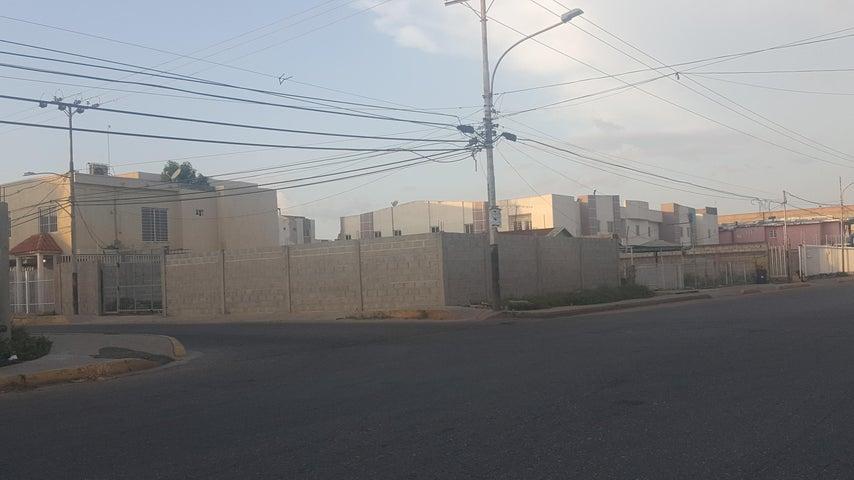 Terreno Zulia>Ciudad Ojeda>La 'L' - Venta:40.000 Precio Referencial - codigo: 20-9712