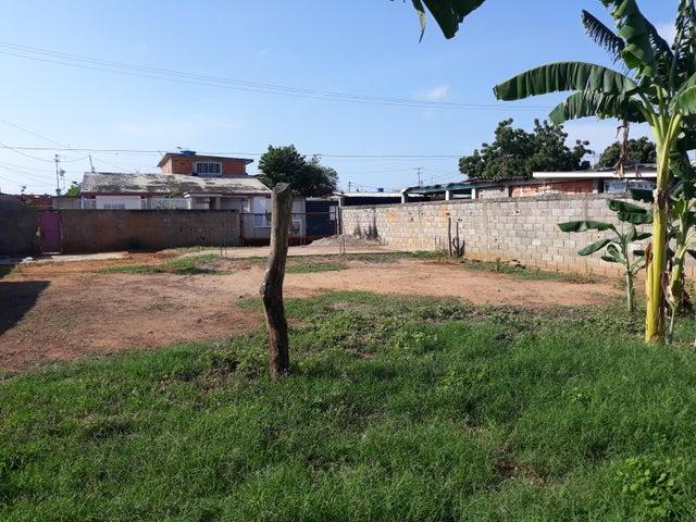 Terreno Zulia>Ciudad Ojeda>Avenida Vargas - Venta:7.000 Precio Referencial - codigo: 20-9779