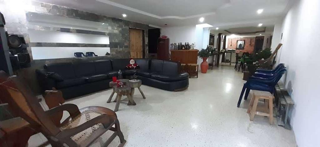 Apartamento Miranda>Paracotos>La Colina - Venta:34.000 Precio Referencial - codigo: 20-9961
