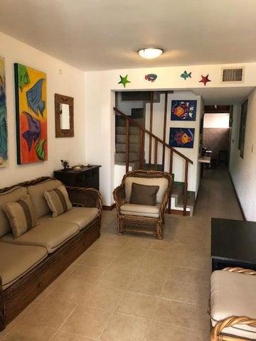 Townhouse Miranda>Higuerote>Agua Sal - Venta:25.000 Precio Referencial - codigo: 20-10163