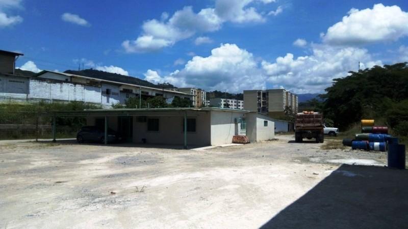 Terreno Miranda>Charallave>Centro de Charallave - Venta:350.000 Precio Referencial - codigo: 20-10414