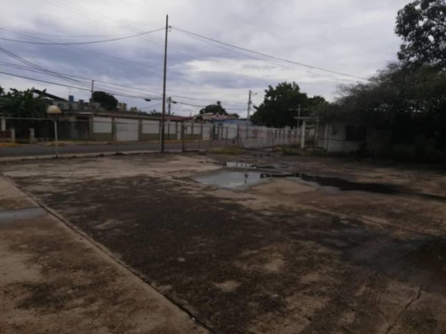 Galpon - Deposito Zulia>Ciudad Ojeda>La N - Venta:120.000 Precio Referencial - codigo: 20-10464