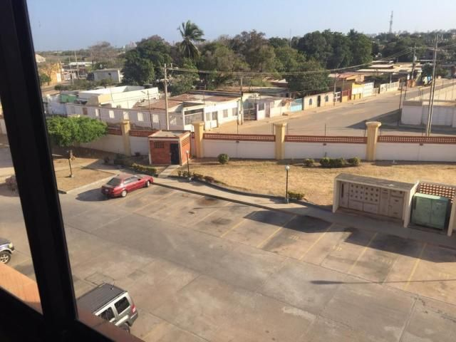 Apartamento Zulia>Maracaibo>Avenida Milagro Norte - Venta:15.500 Precio Referencial - codigo: 20-10493