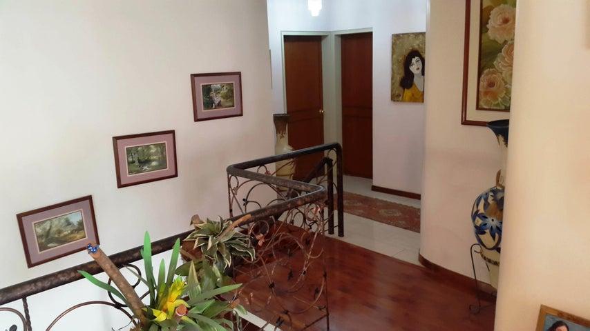 Apartamento Aragua>Maracay>La Soledad - Venta:350.000 Precio Referencial - codigo: 20-10741