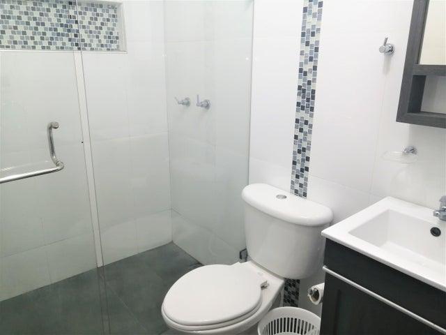 Apartamento Distrito Metropolitano>Caracas>El Rosal - Venta:68.000 Precio Referencial - codigo: 20-10942