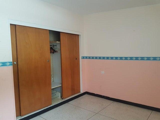 Casa Distrito Metropolitano>Caracas>Sebucan - Venta:135.000 Precio Referencial - codigo: 20-11525