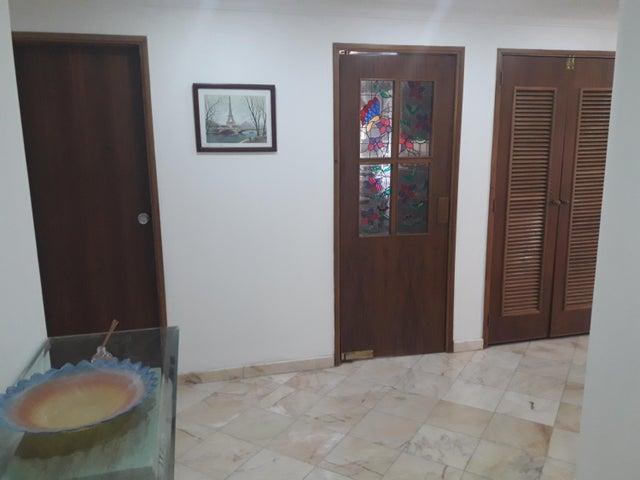Apartamento Zulia>Maracaibo>El Milagro - Venta:105.000 Precio Referencial - codigo: 20-11486